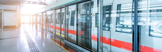 在上海新国际博览中心2号入口的地铁花木路站